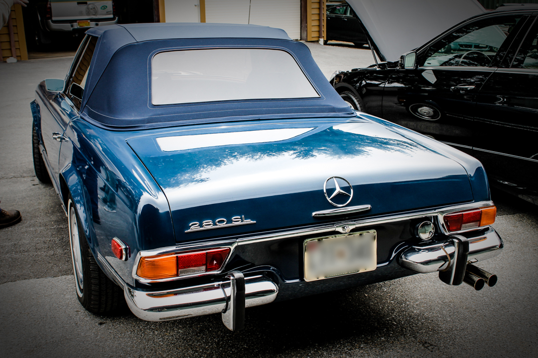 4 surprising things about mercedes benz 280sl w113 pagoda for Mercedes benz vintage cars